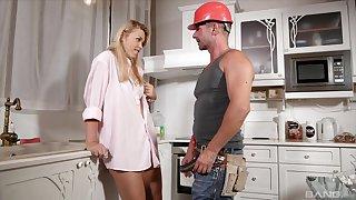 Cum loving blonde wife Selvaggia enjoys riding a repair man