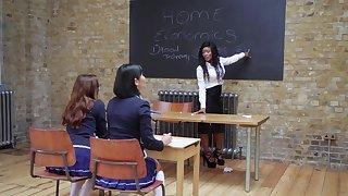 Sexy Kiki Minaj having fun with two kinky babes in transmitted to classroom