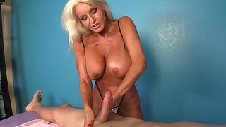 Consumer receives a handjob off out of one's mind the big-tittied mature masseuse