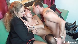 Arresting troika sex with two matures addicted to cock